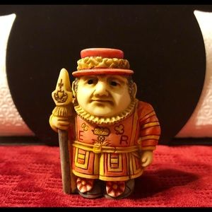 Pot Belly ~ Beefeater ~ Ceremonial Guard